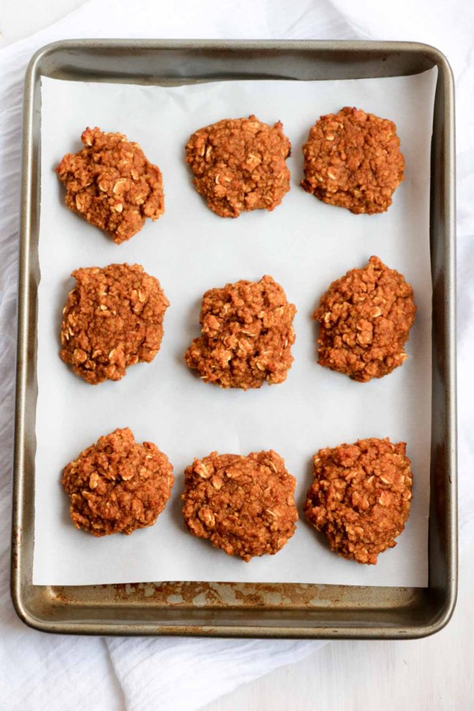 GF Pumpkin Oatmeal Cookies with a maple ginger glaze. Pumpkin, oats, almond butter, molasses, and maple syrup. Real food, Gluten-free. YUM! | abraskitchen.com