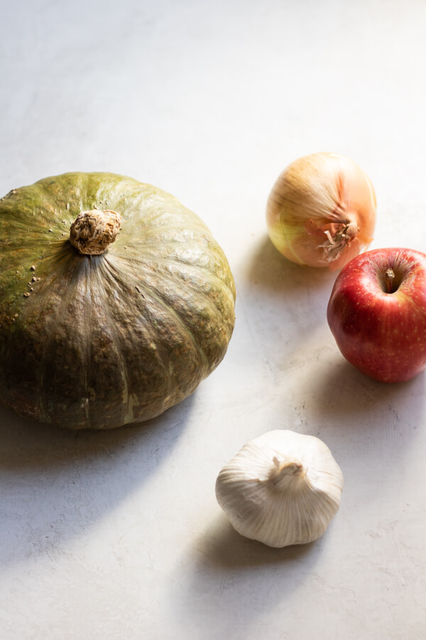 Simple ingredients for kabocha squash soup, apple, onion, garlic, kabocha squash