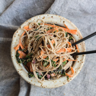 Sometimes it's just a smoothie, last week I had veggie bowls with sauerkraut 3 days in a row and this week it was all about these soba noodles.