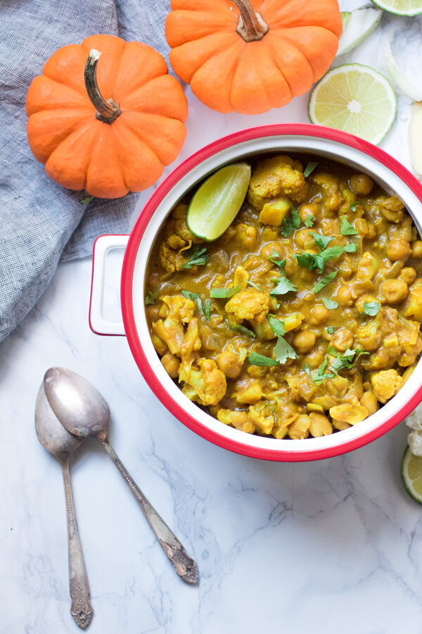 Creamy Pumpkin Cauliflower Curry with Chickpeas. Quick and easy vegetarian meal bursting with flavor. |abraskitchen.com