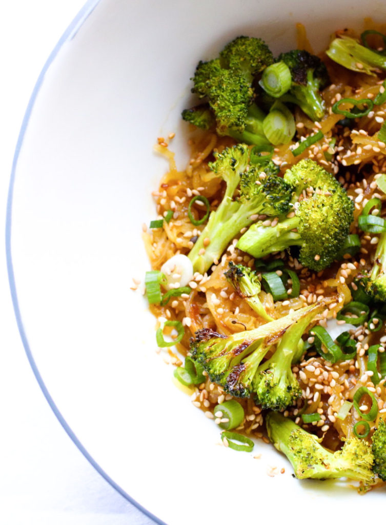 Homemade Sesame Spaghetti Squash Noodles with Broccoli. Easy to make, naturally gluten free and delicious! |abraskitchen.com