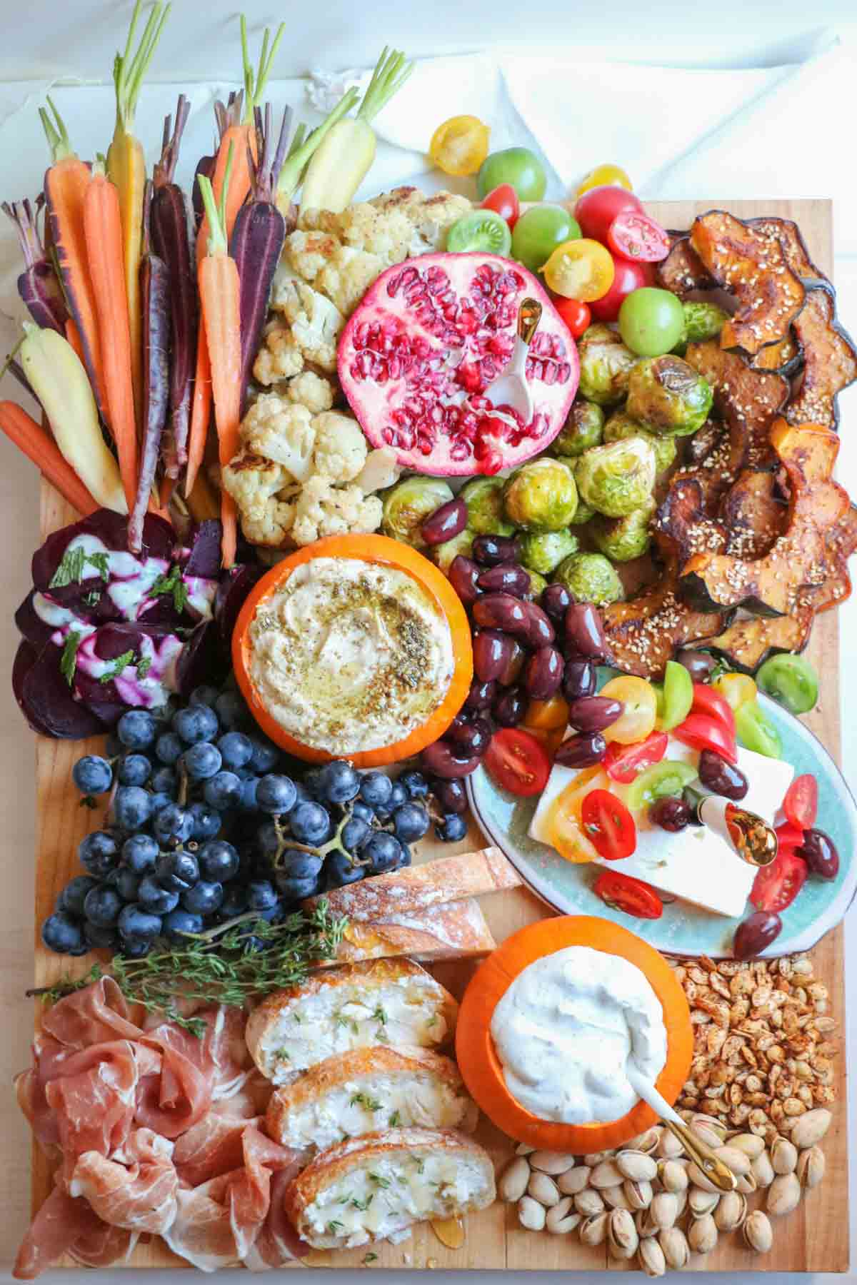 The ultimate fall mezze platter with zatar spiced hummus, roasted acorn squash, thyme honey goat cheese crostini, and more! A healthy party pleaser. |abraskitchen.com